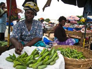 Selling Okra in Africa (Photo credit/copyright Brian Chu)