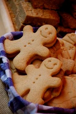 Gingerbread men (Photo credit: Gaetan Lee)