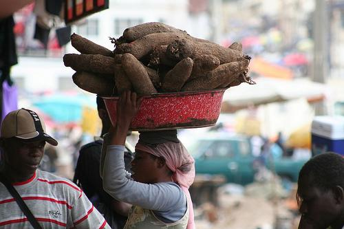 africa-woman-with-yams