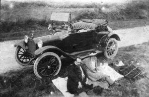 Picnic ca. 1920 (Photo credit: Robin Hutton)