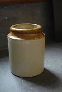 Stoneware jar (Photo credit: Wendy Slatterly)