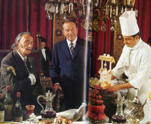 Dali in Les Diners de Gala