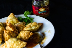 Samosas with chutney ce rs