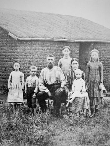 pioneer-family-from-bridgeman-images